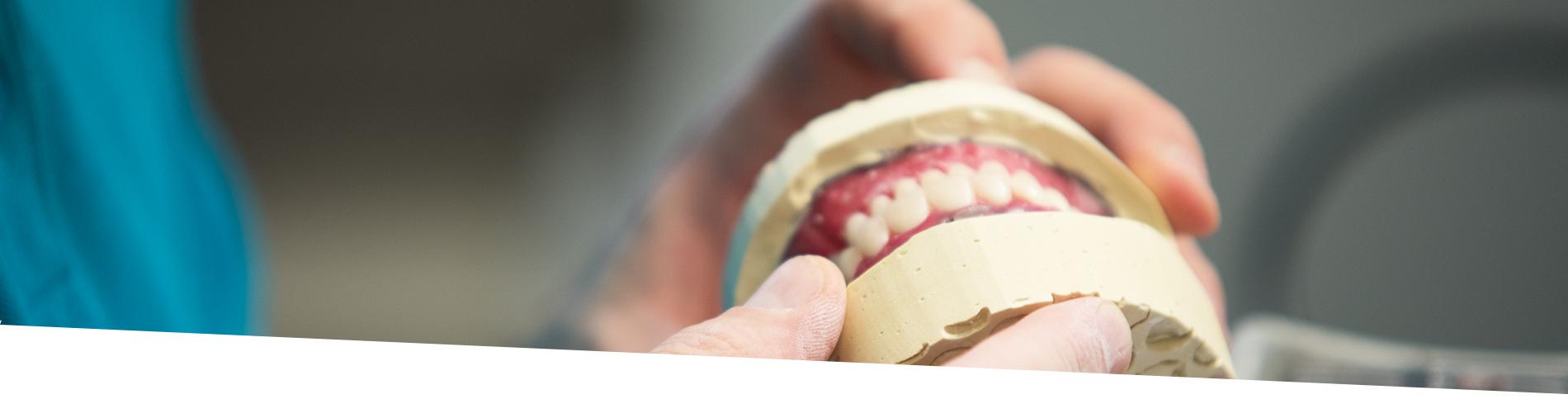 Protesi Mobile Dentale - Protesi Totali, Parziali e Schelettriche
